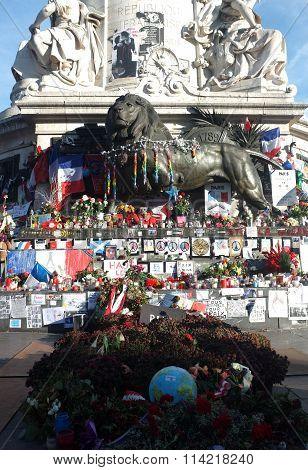 People left memorial items around the statue of Palace de la Republique