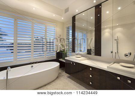 Minimaistic Bathroom With A Tub