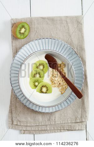 Breakfast Oats With Kiwi