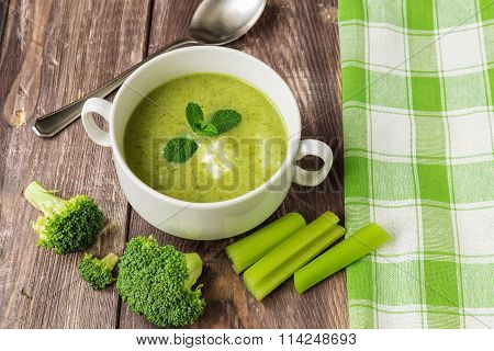 Broccoli Soup With Mint And Ricotta Cheese