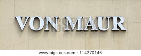 Von Maur Store Logo