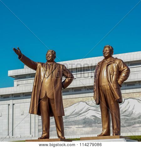 Bronze statues of Kim Il-sung and Kim Jong-il on Mansu Hill