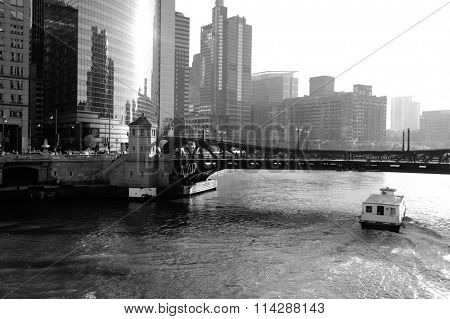 river and bridge in the Chicago downtown