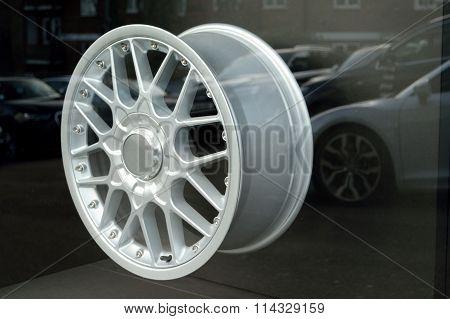 Silver alloy wheel
