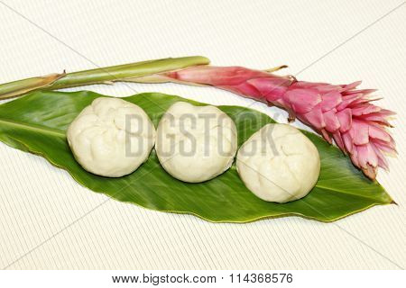 Three steamed buns and ginger flower and leaf