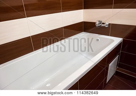 White Luxury Bathtub In Bathroom
