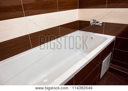 White Luxury Bathtub In Bathroom