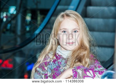 Shopping concept, little girl in mall