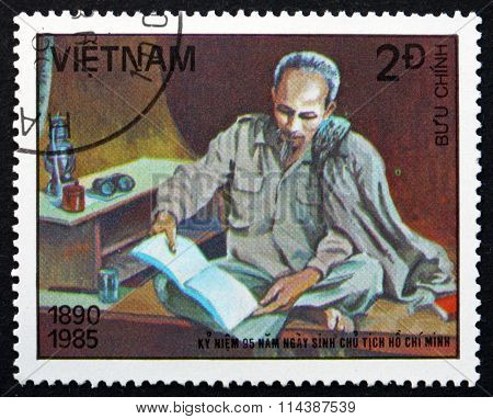 Postage Stamp Vietnam 1985 Ho Chi Minh, Reading