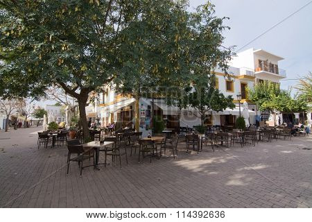 Restaurant On The Square