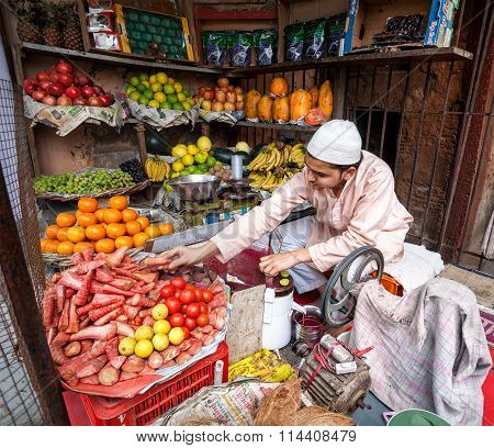 Juice Maker In Indian Fruit Shop