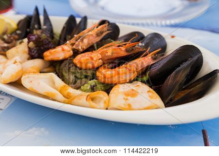 seafood dishes, shrimp, oysters. Tasty sea food.