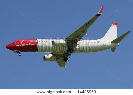 The Boeing 737-800 ( LN-NGZ) in flight