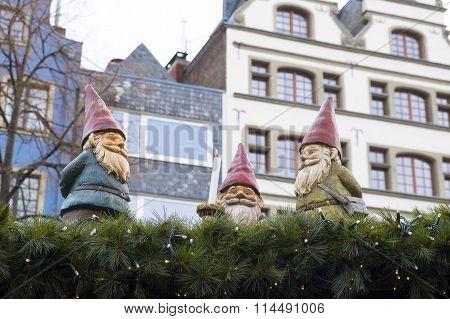 A Gnomes Trio.