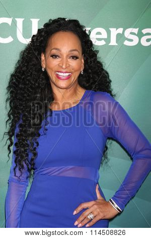 LOS ANGELES - JAN 14:  Karen Huger at the NBCUniversal Cable TCA Press Day Winter 2016 at the Langham Huntington Hotel on January 14, 2016 in Pasadena, CA