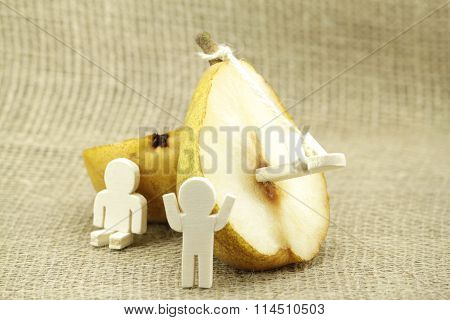 Representation of a yellow pear
