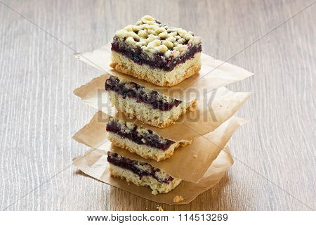 Black Currant Crumble Pie Bars