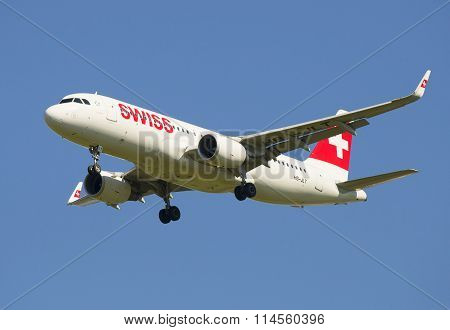 Airbus A320 (HB-JLT) Swiss International Air Lines in flight