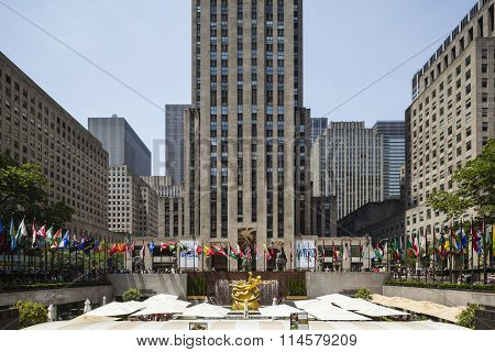Rockefeller Center, Editorial