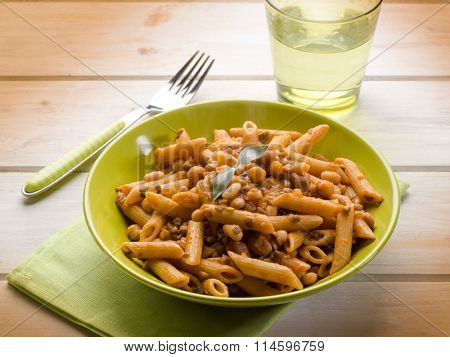 integral pasta with mixed legumes