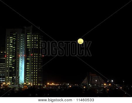 Moonrise Doha
