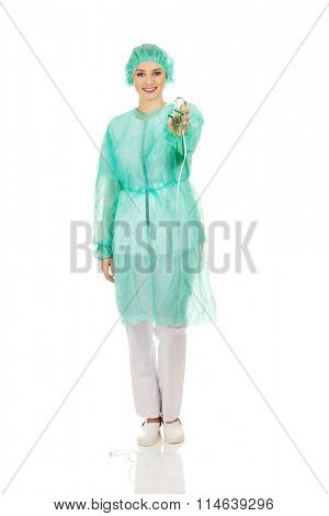 Doctor woman holding oxygen mask.