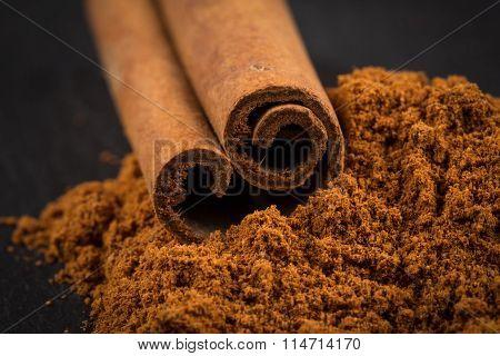 Cinnamon Sticks With Powder