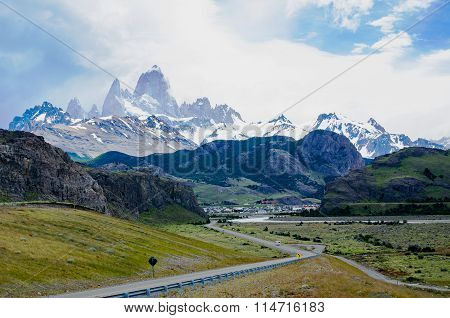 Vew of the small mountiain village El Chaltén at the foot of the towering Mount Fitz Roy In Southern Patagonia Argentina