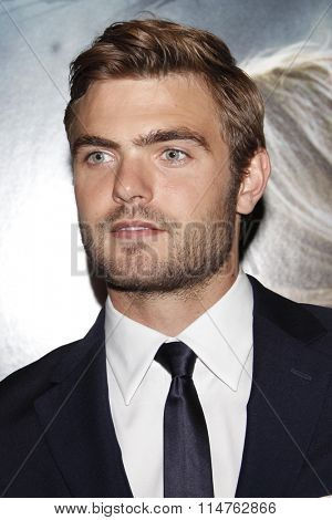 vLOS ANGELES - JAN 14:  Alex Roe at the The 5th Wave Los Angeles Premiere at the Pacific Theatres At The Grove on January 14, 2016 in Los Angeles, CA