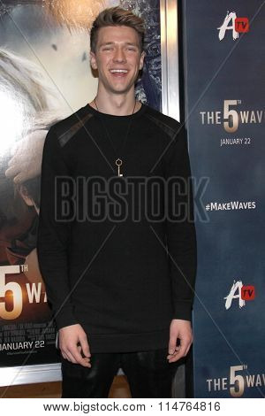 vLOS ANGELES - JAN 14:  Collins Key at the The 5th Wave Los Angeles Premiere at the Pacific Theatres At The Grove on January 14, 2016 in Los Angeles, CA