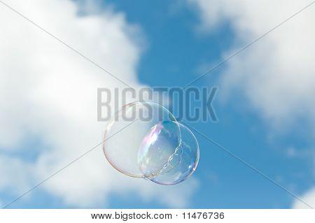 Seifenblasen schweben durch die Luft