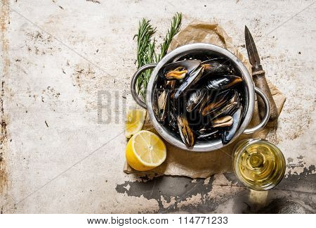 Wine With Fresh Clams, Lemon And Rosemary.