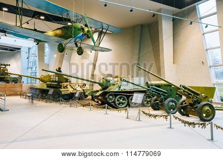 Soviet Russian light night bomber PO-2, heavy tank IS-2, tank destroyer SU-100