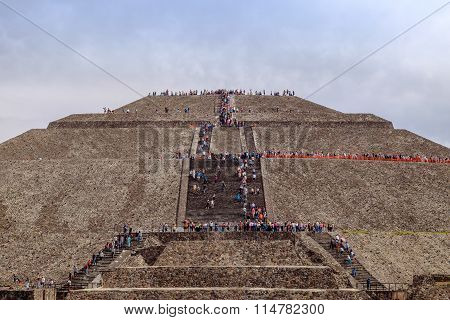 Teotihuacan, Mexico - 28 December 2015: Crowds Of People Climb On Pyramid Of The Sun, Teotihuacan