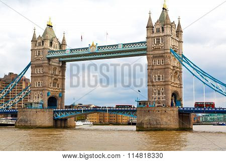 London Tower In England Old Bridge And The Cloudy Sky