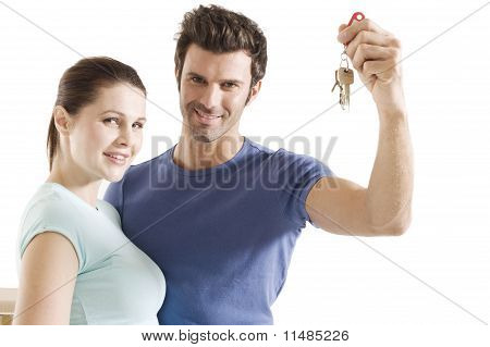 couple with the keys of the new home