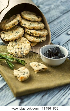 Cookies with cheese, olives and rosemary