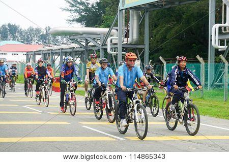 Labuan Malaysia - Jan 17, 2016:Unidentified riders cycling to participate Hari Wilayah fun