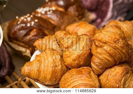 Croissant Plate, Detail