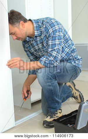 Fitting a wardrobe door