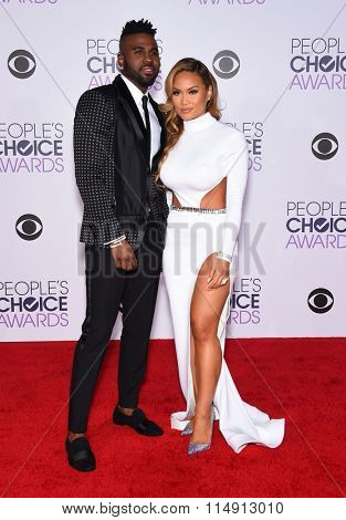 LOS ANGELES - JAN 06:  Jason Derulo arrives to the People's Choice Awards 2016  on January 06, 2016 in Hollywood, CA.