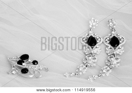 White and black wedding jewellery: earrings and brooch