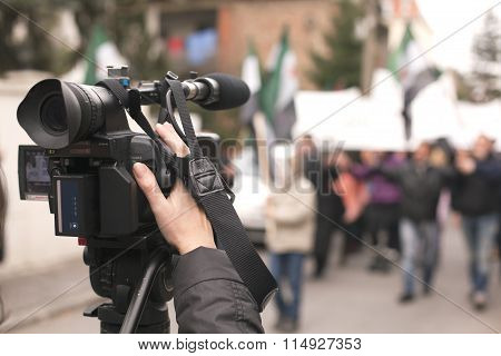 Filming demonstration with a video camera