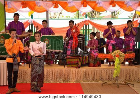 Roi Et, Thailand - January 18: Student Of The College Of Dramatic Arts Performances In The Prison Of