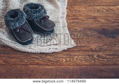 Warm Baby's Bootees