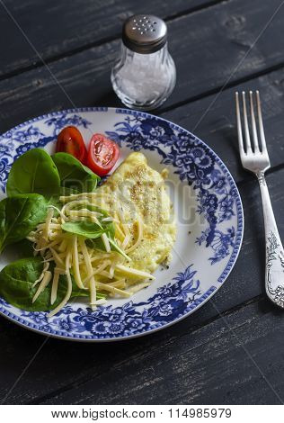 Omelet With Fresh Spinach, Cheese And Tomatoes. Healthy Breakfast Or Snack. Healthy Food