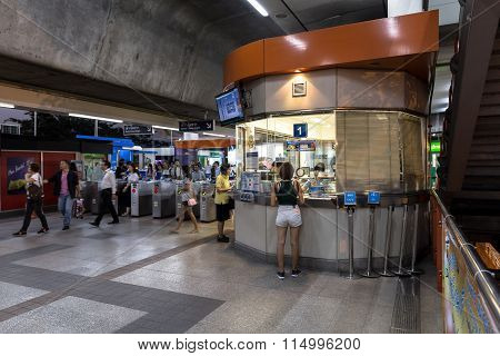 Ticket office corner at the BTS publi : Ticket Office At The Bts Mo Chit Station At The Evening With