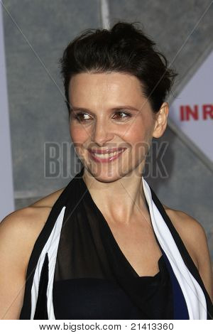 LOS ANGELES - OCT 24: Juliette Binoche at the world premiere of 'Dan In Real Life' at the El Capitan Theater in Hollywood, Los Angeles, California on October 24, 2007