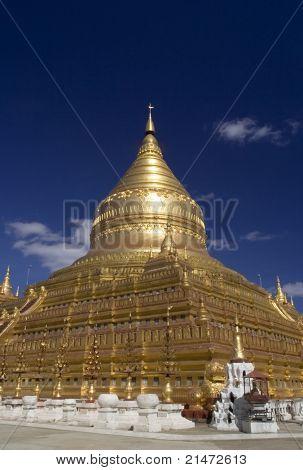Shwezigon Pagoda in Bagan (Myanmar)