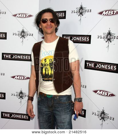 LOS ANGELES - APR 7: Clifton Collins Jr at the premiere of 'The Joneses' at the ArcLight Theater in Los Angeles, California on April 7, 2010